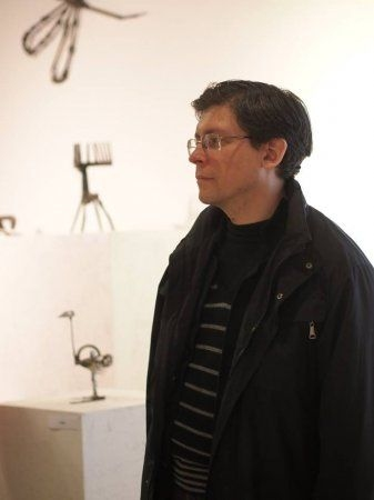 Фото с открытия выставки Андрея Сикорского «Голос Мусорного Моря»