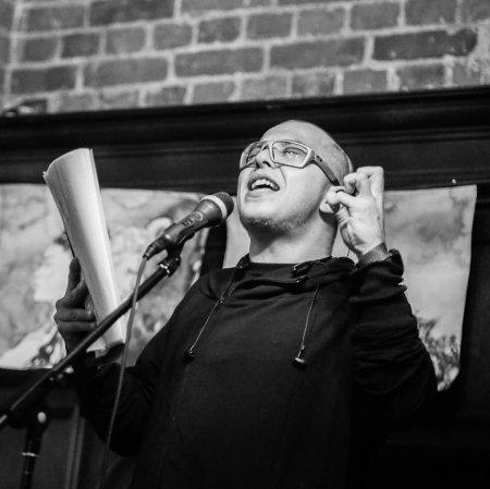 На поэтическом вечере выступит поэт Артём Кулагин