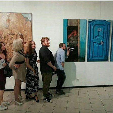 """Вернисаж выставки """"Stories"""" художника Андрея Шатилова (г. Москва)."""
