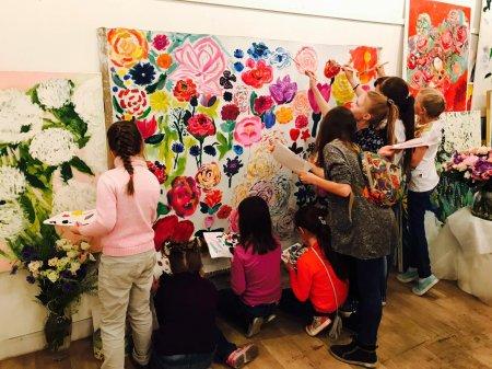 В АРТМУЗЕ открылась выставка Валерии Лошак «Цветы и птицы»